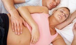 Sexualité pendant la grossesse : les hommes en veilleuse