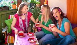 Verre ou tasse : la couleur modifie le goût de ce qu'on boit