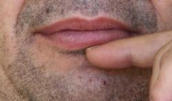 La bouche sèche: quelles peuvent en être les causes?